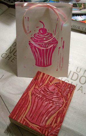 Cupcake_linocut2