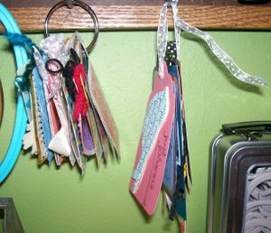 Hanging_tags_and_cards