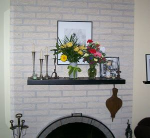 Mantel_with_flowers