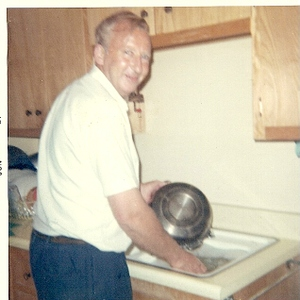 My_daddy_doin_dishes