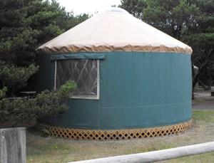 Yurt_outside