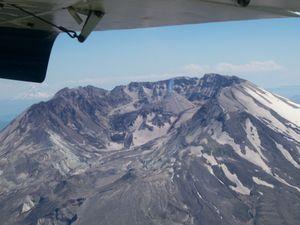 Mt_st_helens_caldera_mt_hood_1