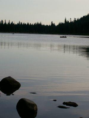 Trillium_lake_at_dusk